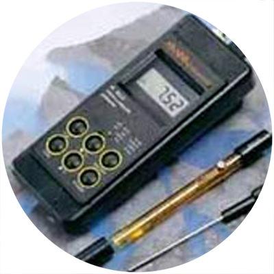 1990 - Primul pH-metru portabil impermeabil din lume
